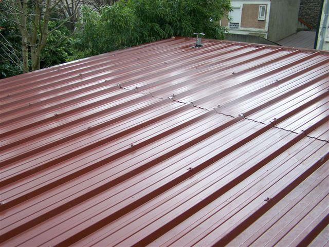 Les toits en bac acier sont aujourd'hui de plus en plus répandus.