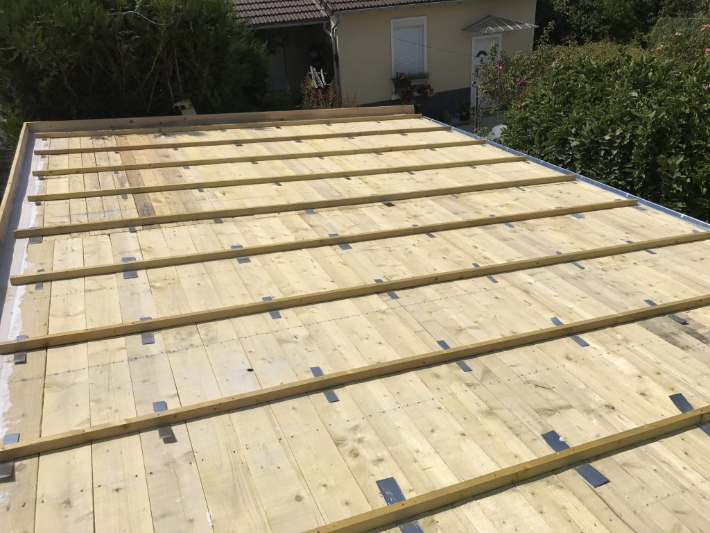 Pose de zinguerie sur une toiture